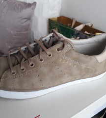 Levi's 39 es vadonatúj bundás cipő, Fényeslitke