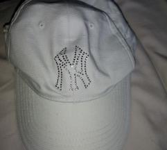 Fehér baseball sapka