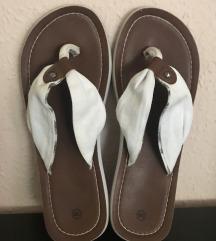 Fehér flip flop papucs