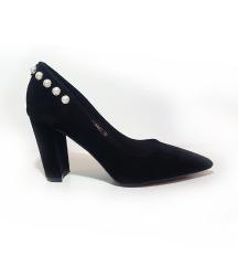 Gyöngyös magassarkú cipő