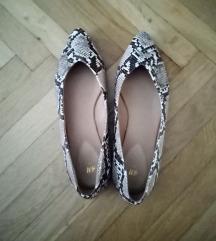 Kígyóbőrmintás cipő