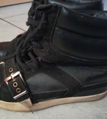 Eladó magasìtott talpú cipő