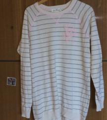 Fehér pulóver, rózsaszín csíkokkal
