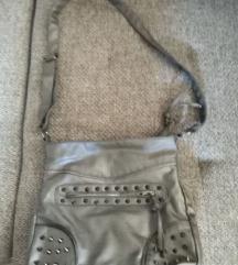 Szürke szegecses táska