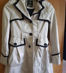 Világos kabátka