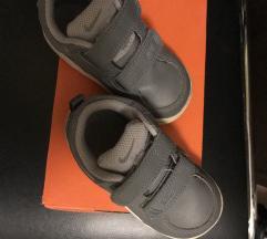 Nike 22-és gyerek Sportcipő