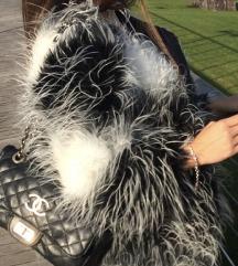 Méretnélküli fekete-fehér szörme kabát