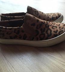 Leopárdmintás slip-on cipő