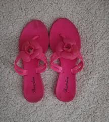 rózsaszín virágos gumiflipflop