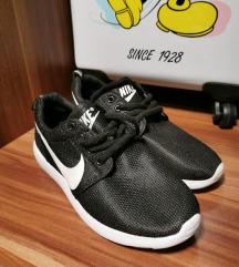 Nike roshe run-szerű cipő
