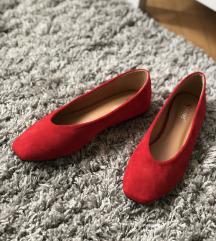 Új piros cipellő