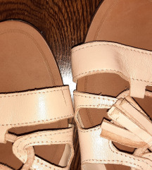 Zara nude bőr fűzős kötozős szandi lapos