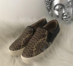 Kígyóbőr hatású cipő
