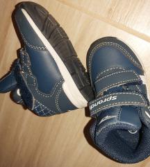 21 es méretű cipő