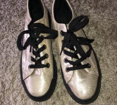 Arany cipőcske
