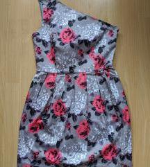 Félvállas virágos ruha