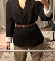 Calvin Klein zakó, Lacoste nadrág, Boss öv