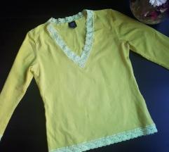 Csipke díszítésű felső/pulóver.
