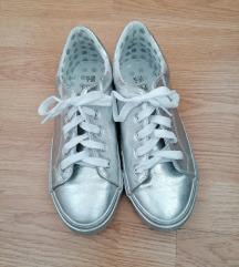 F&F ezüst tornacipő