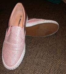40-es rószaszín slip-on cipő