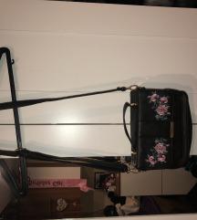Fekete virágos táska