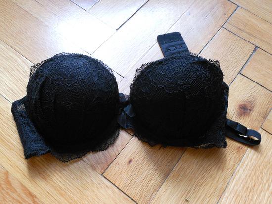 70B-s H&M csipkés fekete melltartó