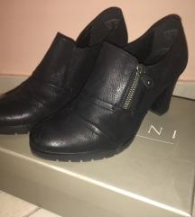 Fekete, bőr magassarkú cipő