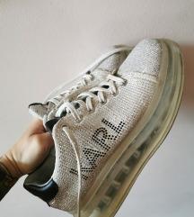 Karl lagerfeld 36-os cipő