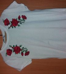 Fehér virágos rövidujjú, 850 Ft