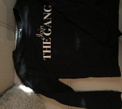 Fekete pulcsi
