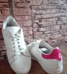 white/pink sneaker