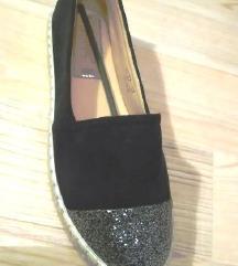 37-es ÚJ fekete ezüst slip on cipő