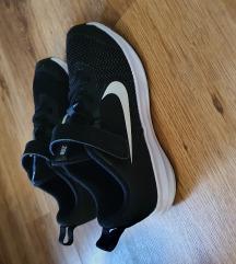 Nike Revolution 5 cipő méret: 31,5