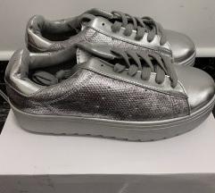 Magas talpú női ezüst cipő vadonatúj