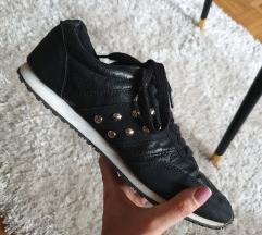 Fekete utcai sportcipő