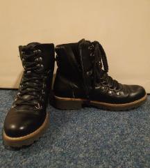 Fekete női őszi cipő