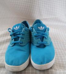 Kék teniszcipő, Adidas