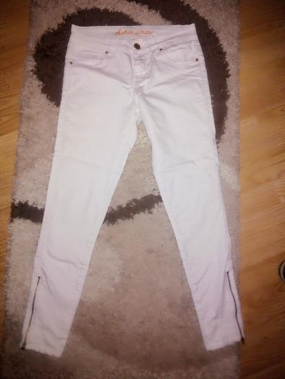 Fehér cipzáros szárú nadrág