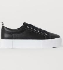 H&M magastalpú cipő