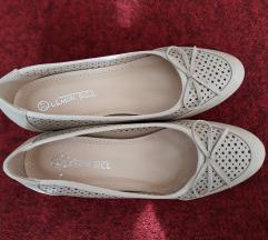 Bézs szinű éktalpú cipő 37-es