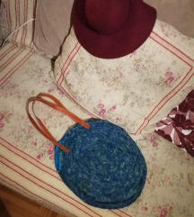 Kék fonott táska