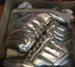 Ezüst bőr magasított talpú cipő