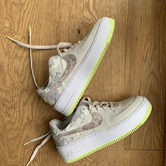 Eredeti Nike Air Force 1 cipő / dobozban