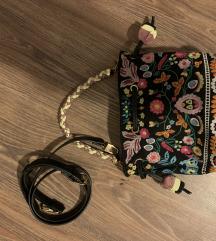 Parfois hímzett táska