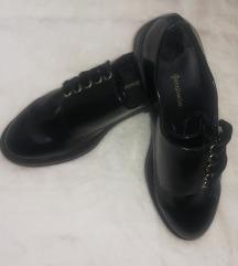 37-es Stradivarius cipő
