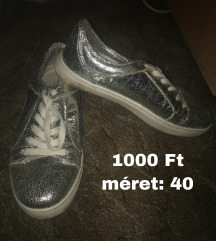 Ezüst csillogó cipő