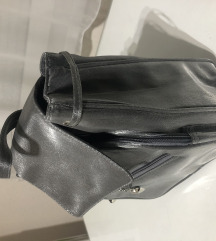 Kis szürke táska
