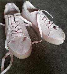 Rózsaszín sportcipő