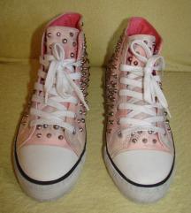 40-es női tornacipő+ajándék új  zoknik.