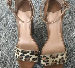 Leopardos magassarkú 36